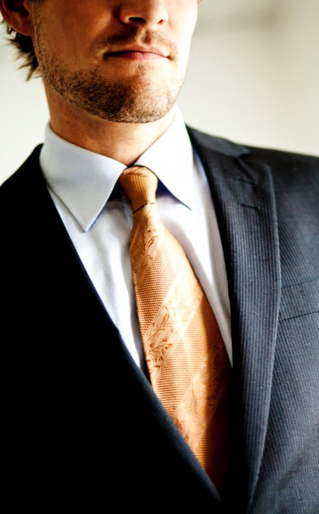 Man wearing a suit and tie (WIndsor knot?)